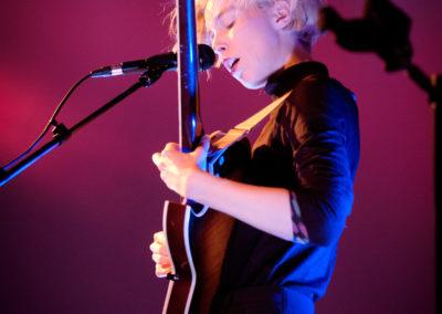 Mira Lu Kovacs live (© Philipp Parfuss)