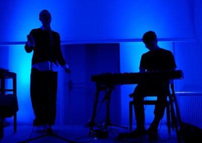 Lou Asril live (© Philipp Parfuss)